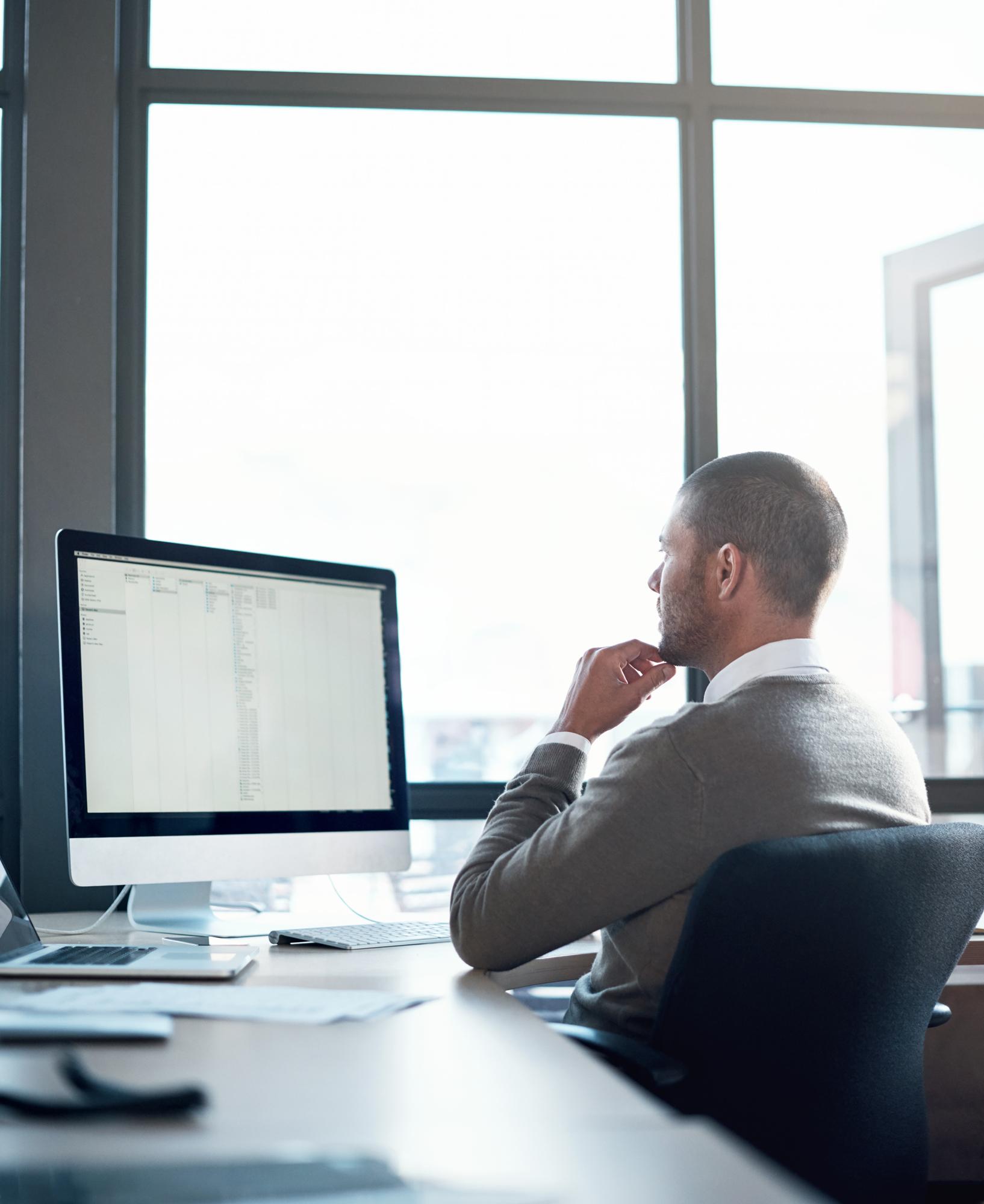 employee using digital workplace