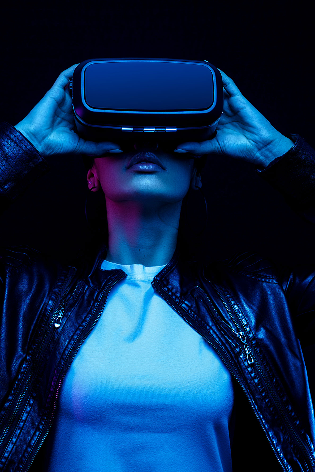 Employee utlising virtual reality technology in the workplace